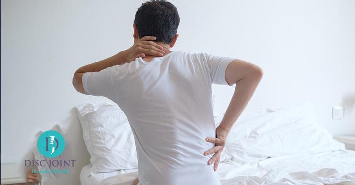 طريقة النوم الصحيحة لمرضى الانزلاق الغضروفي